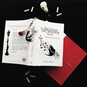 """Buch """"Scherbenrausch"""" mit roten Farbseiten und Lesezeichen-Deko"""